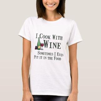 El cocinar con el vino camiseta
