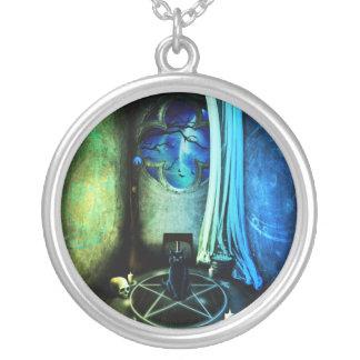 El collar del sitio de las brujas