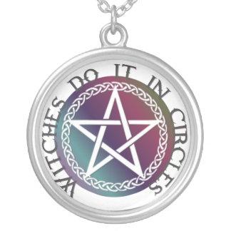 El collar redondo brujas lo hace en círculos