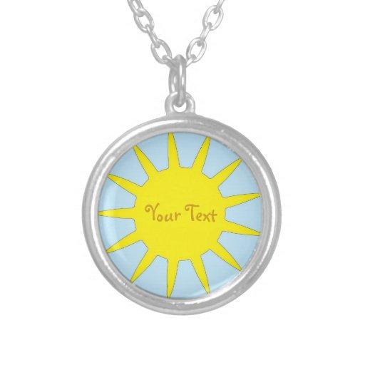 El collar Sun y su texto personalizan