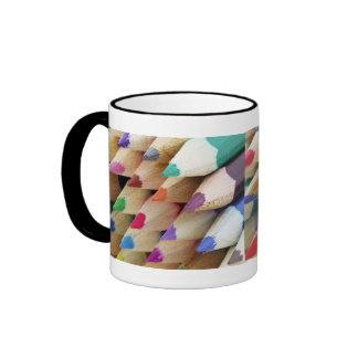 El color dibujó a lápiz la taza