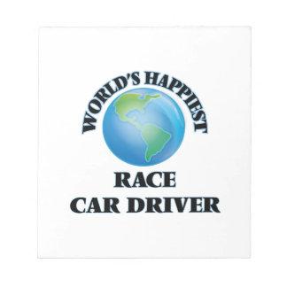 El conductor del coche de carreras más feliz del bloc de notas