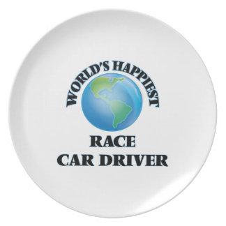 El conductor del coche de carreras más feliz del platos de comidas