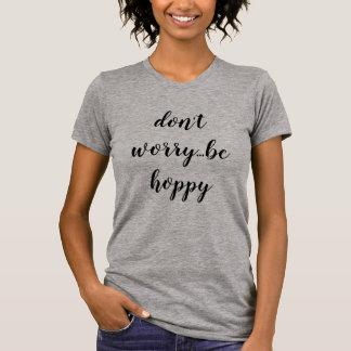 el conejito del pika no se preocupa… sea camiseta