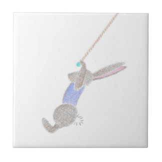 El conejito en el Trapee que vuela Azulejo