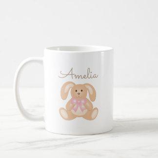 El conejo de conejito rosado mimoso lindo de la taza de café