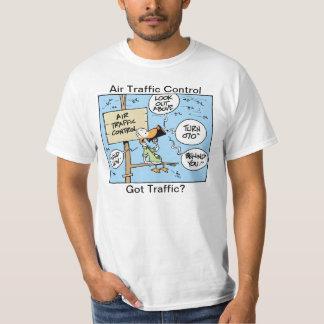 El controlador aéreo consiguió a tráfico la camisa
