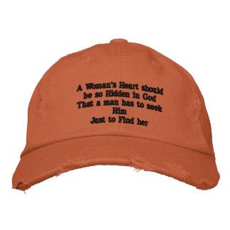 El corazón de una mujer ocultado en gorra de béisb gorras bordadas