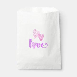 El corazón del amor garabatea el bolso del favor bolsa de papel