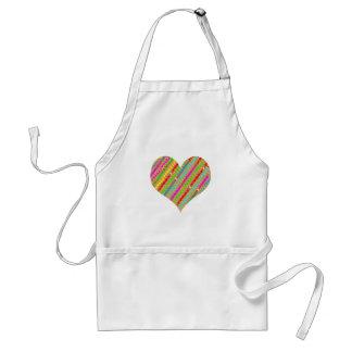 El corazón hecho del papel del sacador destroza el delantal