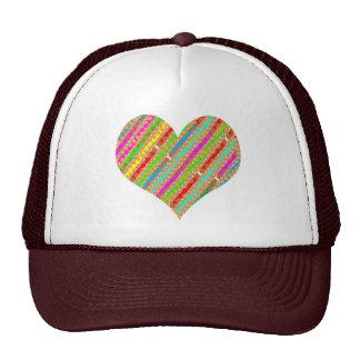 El corazón hecho del papel del sacador destroza el gorra