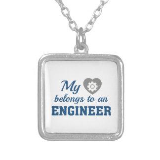 El corazón pertenece ingeniero collar plateado