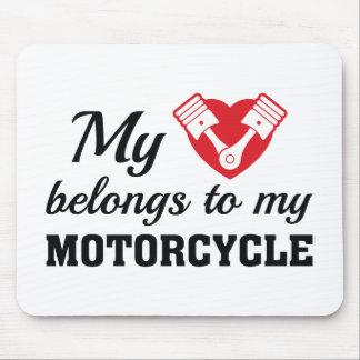 El corazón pertenece motocicleta alfombrilla de ratón