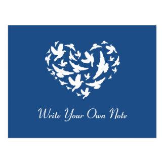 El corazón temático azul del pájaro del boda le postal