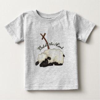 El cordero con crucifijo Behold el cordero Camisetas