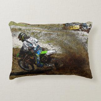 El corredor de Dirtbike del motocrós se divierte Cojín Decorativo
