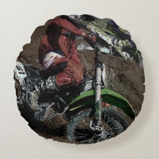 El corredor de Dirtbike del motocrós se divierte Cojín Redondo