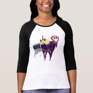 El cráneo, el unicornio y la línea azul garabatea camiseta