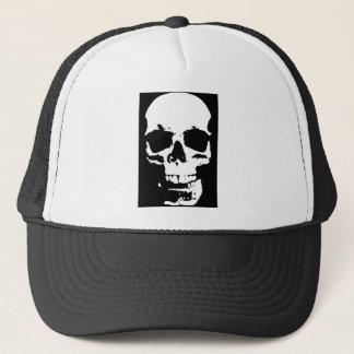 El cráneo negro y blanco del arte pop elegante se gorra de camionero