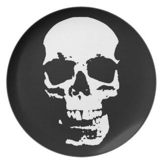 El cráneo negro y blanco del arte pop elegante se plato