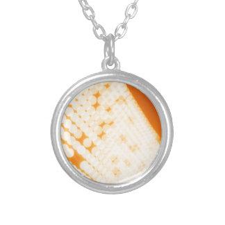 El cristal abstracto refleja polca collar