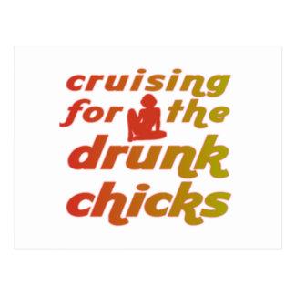 El cruzar para los polluelos borrachos postal