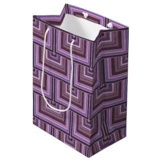 El cuadrado de color de malva de las rayas escala bolsa de regalo mediana