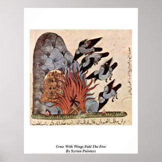 El cuervo con las alas dobla el fuego de los pinto impresiones