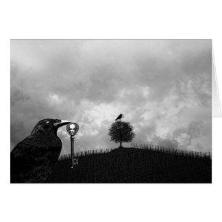 El cuervo recoge la llave maestra tarjeta de felicitación