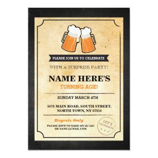 El cumpleaños anima las cervezas que la barra de invitación 12,7 x 17,8 cm