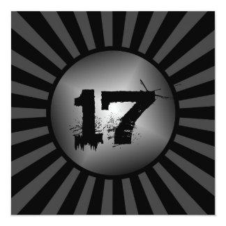 El cumpleaños de encargo negro y gris del muchacho invitación 13,3 cm x 13,3cm