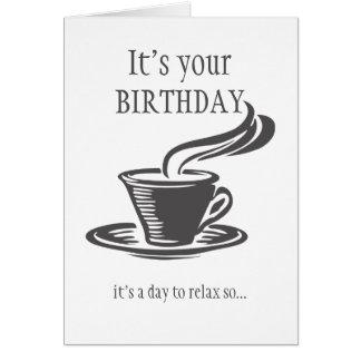 El cumpleaños de la diversión envía el café no tarjeta de felicitación