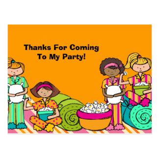 El cumpleaños de la fiesta de pijamas le agradece postal