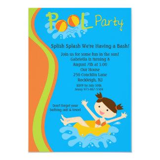 El cumpleaños de la fiesta en la piscina de los invitacion personalizada