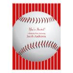 El cumpleaños del béisbol invita (las rayas rojas) invitacion personalizada