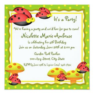 El cumpleaños del encanto de la mariquita invita invitación 13,3 cm x 13,3cm