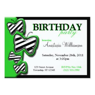 El cumpleaños negro y blanco verde de la mariposa invitación 12,7 x 17,8 cm