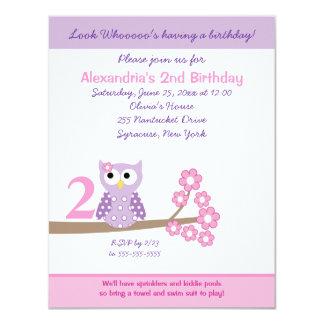 El cumpleaños púrpura del chica del búho de pitido invitación 10,8 x 13,9 cm