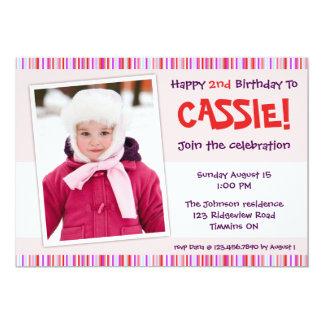 El cumpleaños rayado juguetón de los bordes invita invitación 12,7 x 17,8 cm