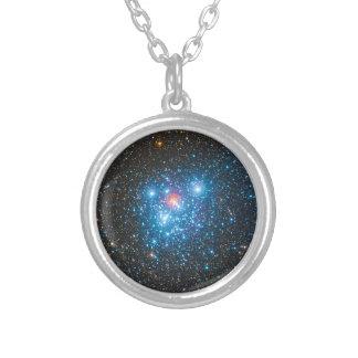El cúmulo de estrellas NGC 4755 de Kappa Crucis Collar Plateado