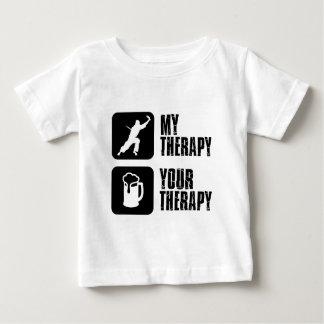 el decathlon es mi terapia camiseta de bebé