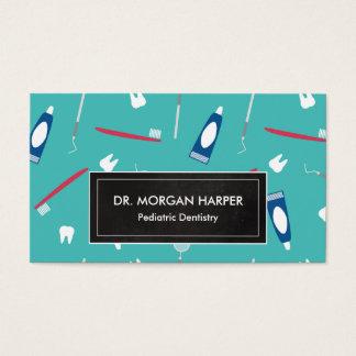 El dentista equipa la odontología pediátrica del tarjeta de negocios