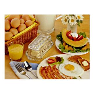 El desayuno del tocino, los huevos y la jarra de postal