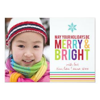 El día de fiesta feliz y brillante raya la tarjeta anuncios