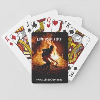 """El día de Lindy """"vive los naipes de su fuego"""""""
