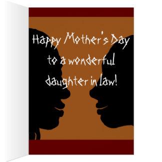 El día de madre feliz a la nuera. tarjeta de felicitación