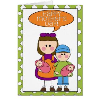 el día de madre feliz (niños con los gemelos del tarjeta de felicitación