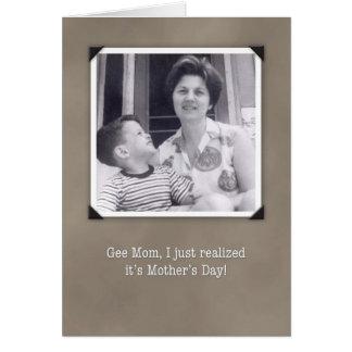 El día de madre, tarjeta chistosa de la foto del v