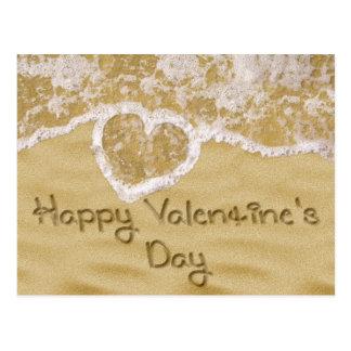 """""""El día de San Valentín feliz"""" escrito en la arena Postal"""
