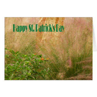 El día de St Patrick de la tarjeta con las plantas